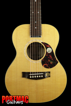 Maton EMS-6 Mini Blackwood Back and Sides with Pickup in Hard Case